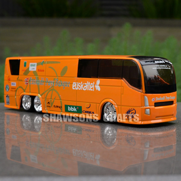 1:50 DIECAST METAL BUS MODEL TOUR DE FRANCE IPCT VERSION INTERNATIONAL PROFESSIONAL CYCLING TEAMS(China (Mainland))