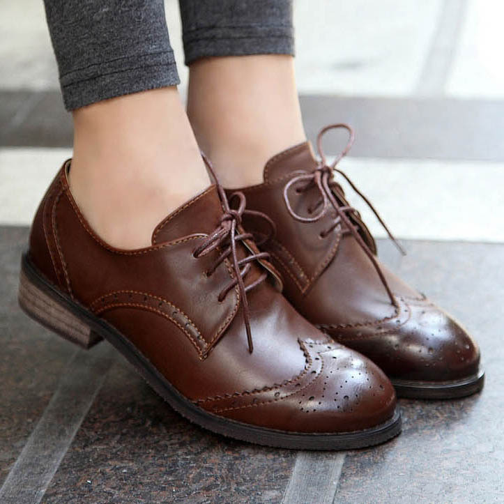 Ladies leather shoes with laces