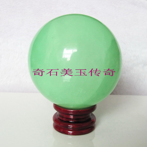 This jade natural Iceland pale green] 8CM luminous ball luminous pearl stone<br>