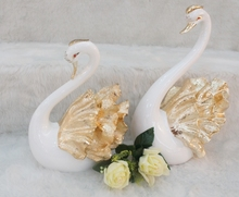 Pastoral style modern home furnishings Decoration creative wedding gift couple swan auspicious entrance furnishings
