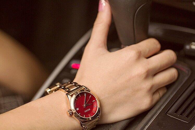 GUOU прочная нержавеющая сталь ремешок часы древний Европейский минималистский кутюр часы с календарем watc дарить подарки.