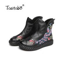 Tastabo Mùa Thu Khởi Động Mắt Cá Chân Khởi Động Thủ Công Giày Lady giày Phẳng Phụ Nữ Giản Dị của Phụ Nữ Con Công thêu Khởi Động cho Phụ N(China)