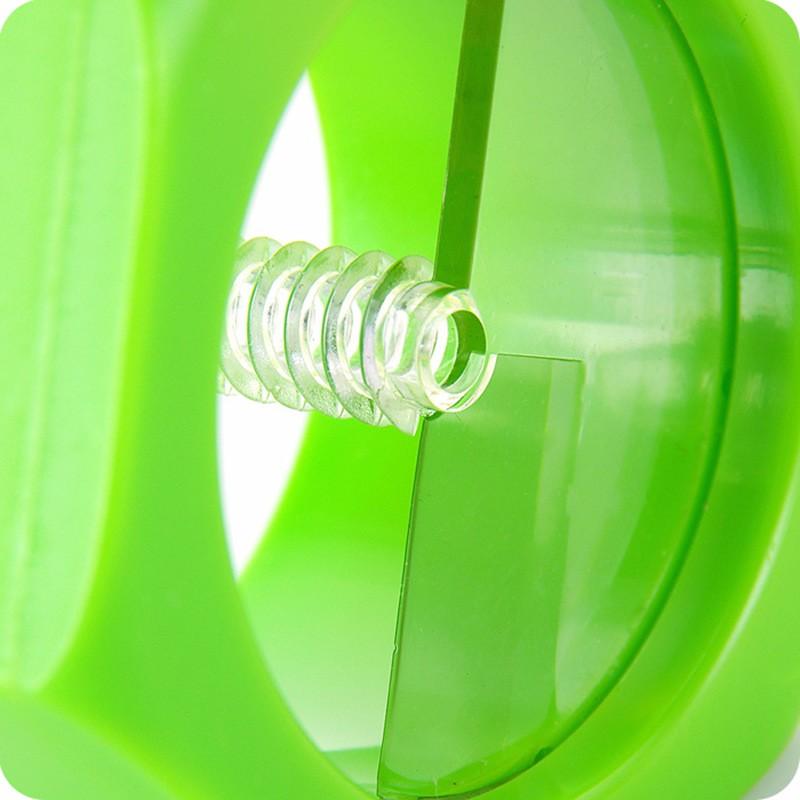 Spiral cucumber slicer