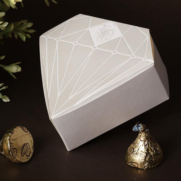 Chocolate Heart Shaped Gift Boxes : White silvery diamond heart shaped design chocolate
