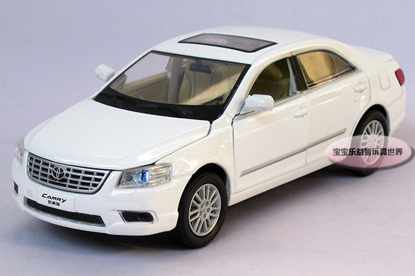 New 1:32 Toyota Camry Alloy Diecast Model Car With Sound&Light White B206b(China (Mainland))