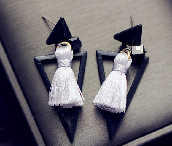 Мода винтажном стиле черного позолоченный стрелки форма веревка нить кисточка подвеска треугольник мотаться для женщин