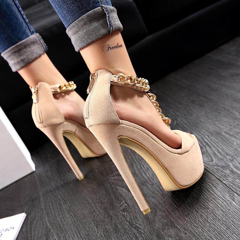 Sapato Com Salto Plataforma Peep Toe com Corrente Dourada