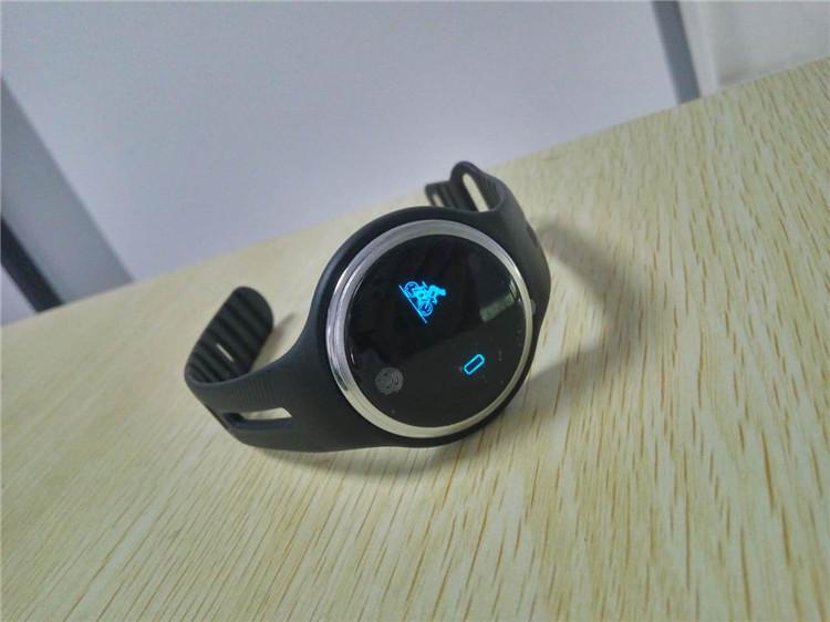 e07 wristband08
