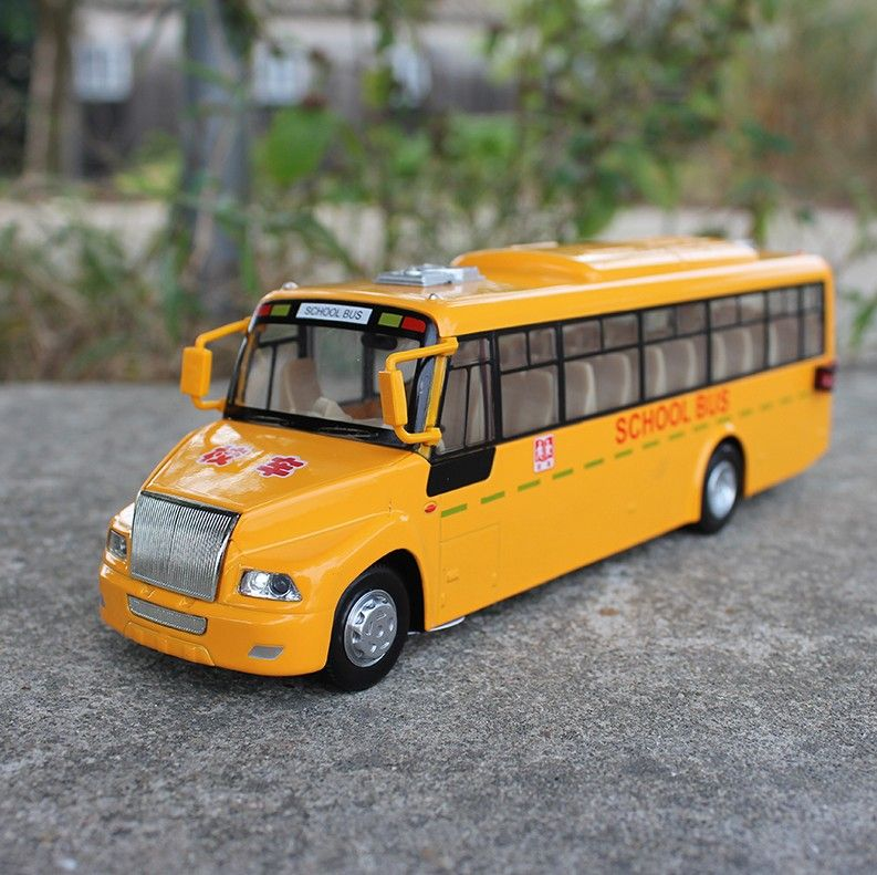 CAIPO Diecast Metal Model 1:32 Alloy Pull Back Musical Big School Bus Gift Toy Cars(China (Mainland))