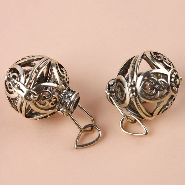 Antique bronze Box filled petals hollow circular pendant 3pcs/lot gift charms romantic silver plated charms 147489(China (Mainland))