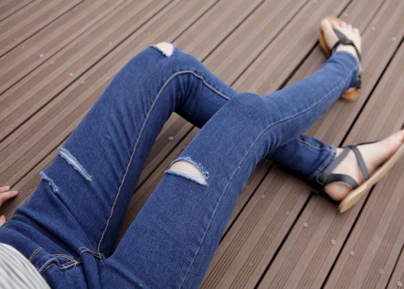 Как сделать разрез на коленке на джинсах