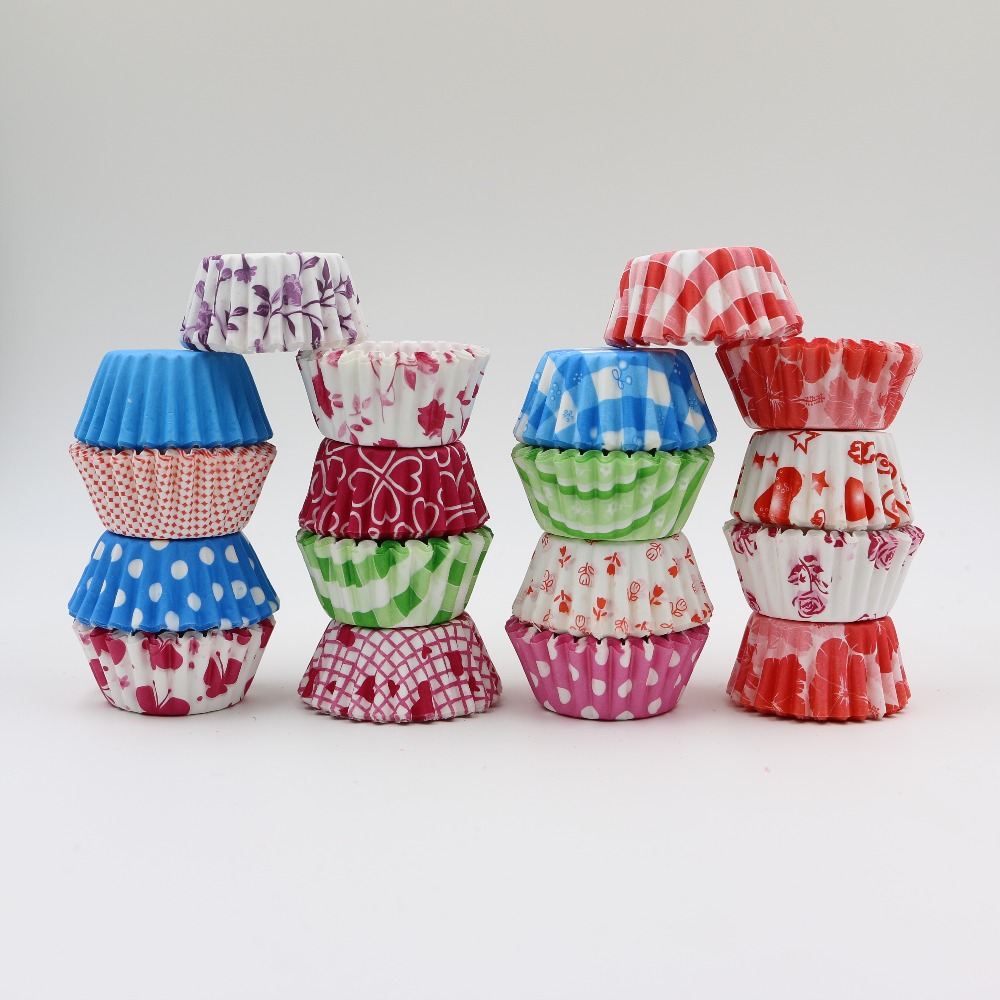 200pcs/lot PVC good packing Christmas Wedding Greaseproof Paper Cupcake Liners Muffin Paper Cases Randomly Baking Cups Kitchen(China (Mainland))