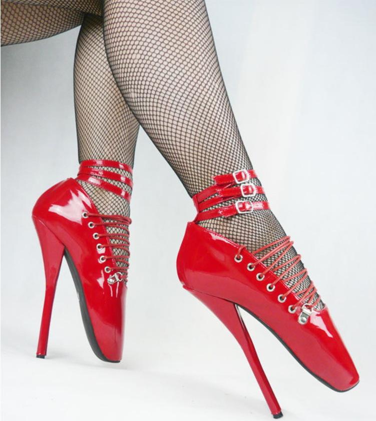 frau zum squirten bringen bdsm high heels