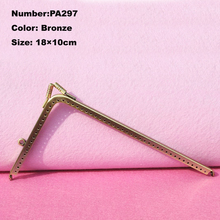 PA297 Purse Frame Hanger Embossing Triangle 18cm Bronze Metal Clasps Purses Accessories Handles Handbags Diy Bag Parts(China (Mainland))