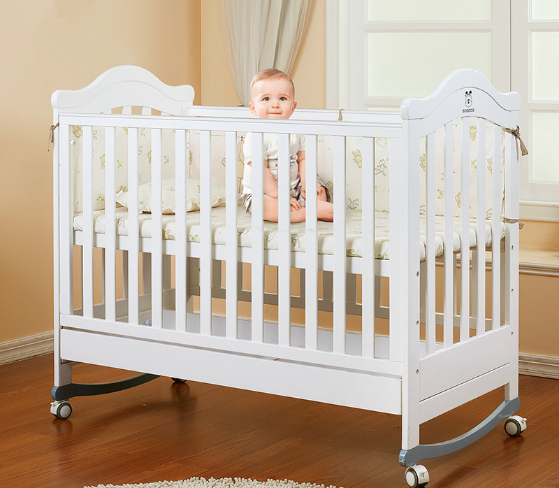 Swinging baby bed