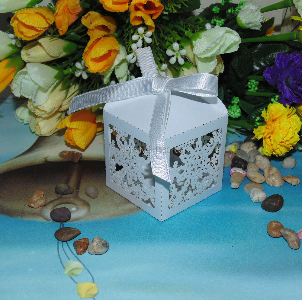Sample Order 10pcs 5.5*5.5*8cm Merry Christmas Laser Cut Snowflake Wedding Favor Candy box in Pearlescent Paper White+ ribbon(China (Mainland))