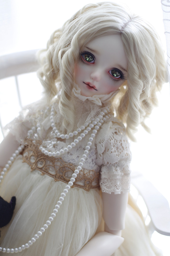 Free Shipping Cute Noble Gold Super Wavy Long Wig 1/3 BJD/DD doll DIY High-Temperature wig for girl(China (Mainland))