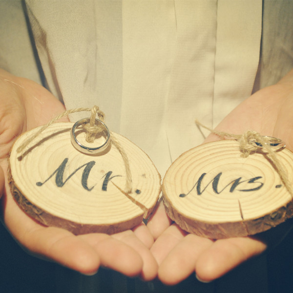2PCS/set Dainty Wooden Mr Mrs Ring Pillow Holder Scent Rustic Wedding Favor Ring Bearer Wedding/Party Decoration Gift 7*1cm(China (Mainland))