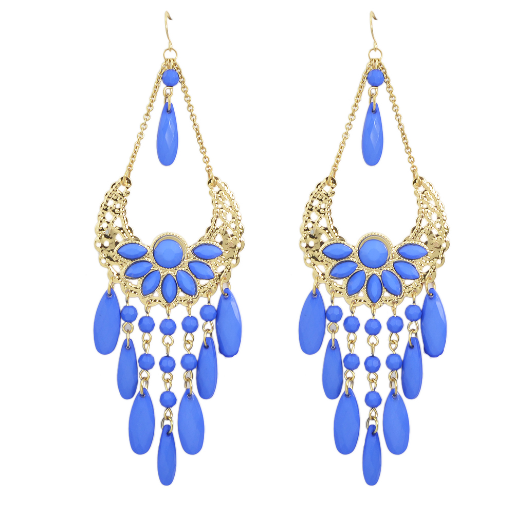 Chandelier earrings out of style ~ beautify themselves with earrings