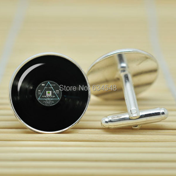 10pair Pink Floyd dark side of the moon record in silver glass Cabochon Cufflinks C3379(China (Mainland))