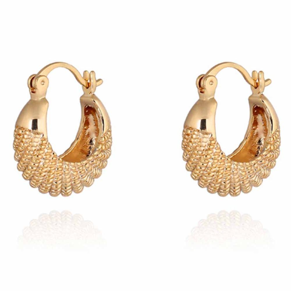 Verano estilo moda oro pendiente CC diseño Simple multa Jewerly pequeños pendientes de aro para mujeres en Pendientes de aro de Joyas y Accesorios en