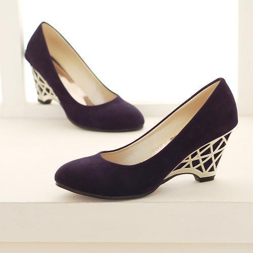 Страстная блондинка в чёрных чулках и на высоких каблуках смотреть онлайн 31 фотография