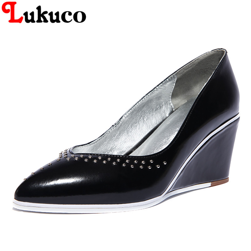 Фотография 2016 CLASSIC lady pumps pointed toe wedges patent leather pumps Slip-on design high quality genuine leather shoes free shipping