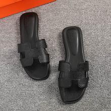 Люксовый бренд 2019 новый летний Дамские тапочки вырезами пляжные сандалии женские шлепанцы уличные тапочки без шнуровки Вьетнамки size43(China)