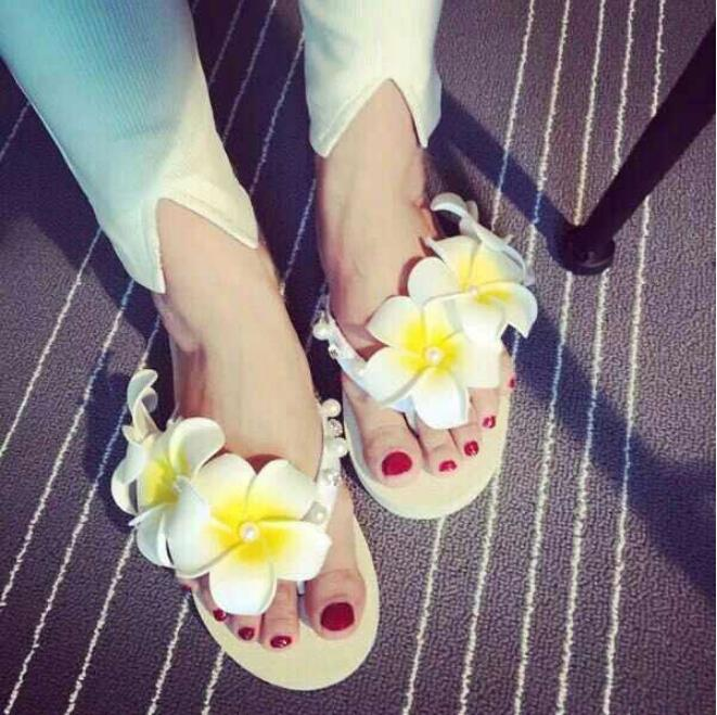 2015 New Women's Flip flops South Korea retro sweet cool slippers Solar Flower Pearl Flip flops Size M L(China (Mainland))