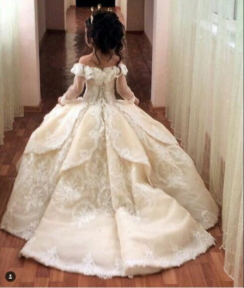 White Flower Girl Dresses With Train 34