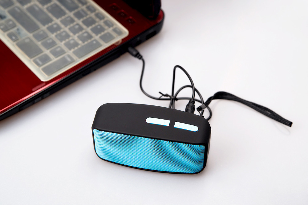 mini speaker bluetooth Thanks fashion smallest laptops with free shipping Shipping from shenzhen to Russia(China (Mainland))
