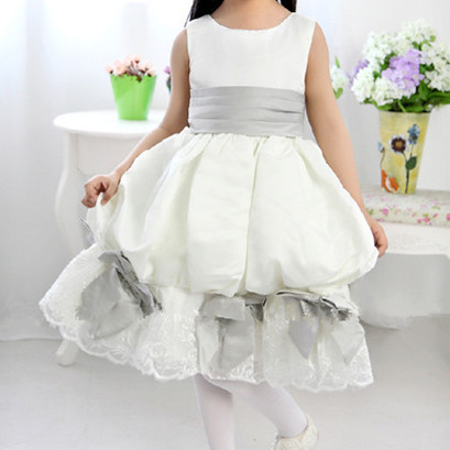 Flower Girl Dresses for Weddings Fashion Lattern Design Tiered Layers Girls Pageant Dresses Ball Gown for 2-11 Years SKD014093<br><br>Aliexpress
