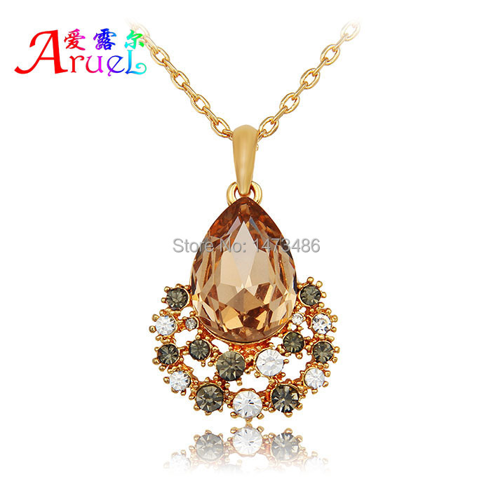 collares mujer populares korean luxury fashion gold color chain boho channel jewelry crystal pendant necklaces for women girls(China (Mainland))