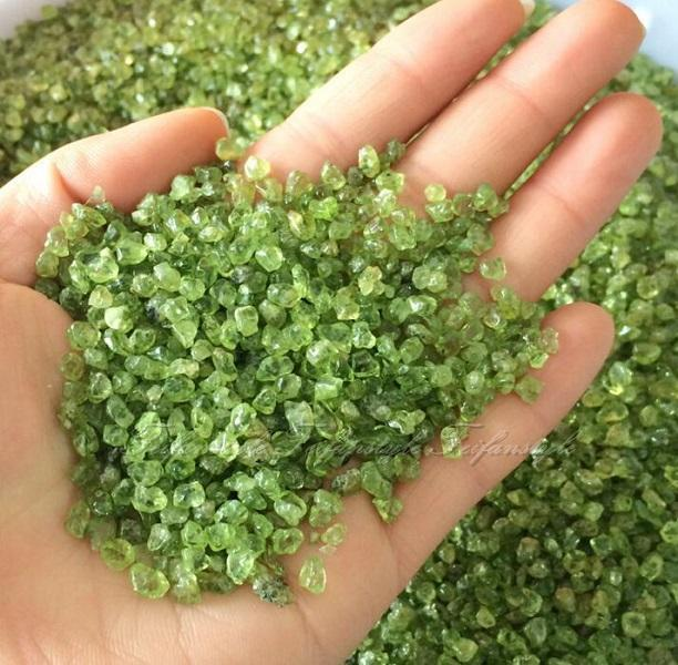 50g Natural Peridot Olivine Quartz Crystal Stone Rock Chips Lucky Healing F085 Feifanstyle natural stones(China (Mainland))