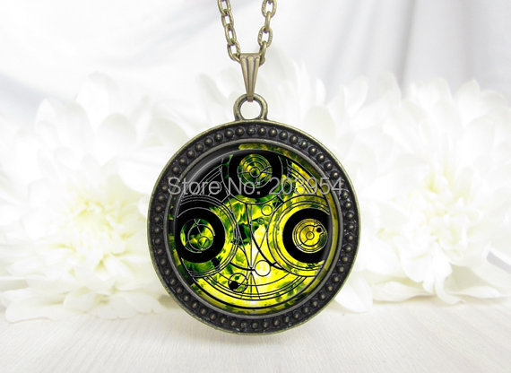 Steampunk dr who chain movie doctor who tardis yellow Dr who Necklace 1pcs/lot bronze or silver Glass Pendant jewelry women men(China (Mainland))