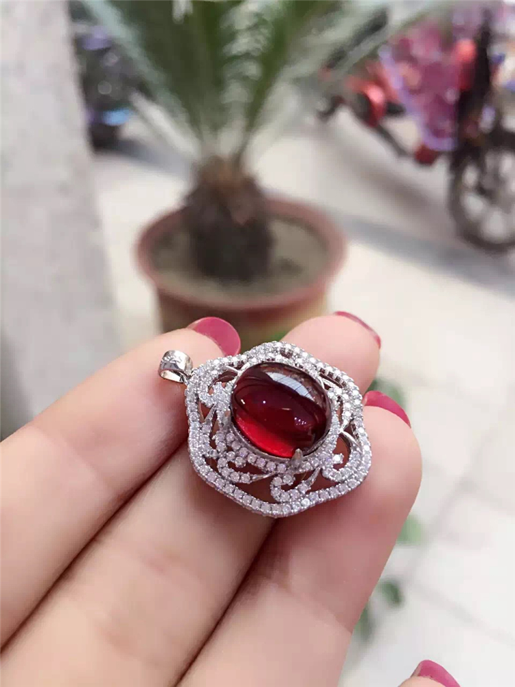 Crystal Color Of Love Silver Plated Platinum Rose Gold Inlaid Garnet Female Necklace Pendant<br><br>Aliexpress