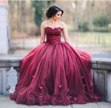 2017 Arabic Sexy Red Evening Dress Sweetheart Sleeveless Sweep Train Ball Gown Prom Dresses with petals vestido de madrinha(China (Mainland))