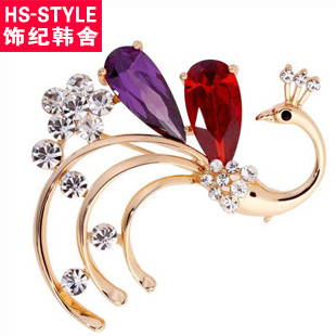 Lovers of the peacock diamond brooch romantic gift accessories