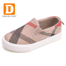 New 2017 Gingham Striped Children Shoes Brand Slip On Canvas Girls Boys Sneakers Fashion Rubber Anti Silppery Spring Kids Shoes(China (Mainland))