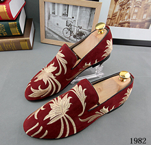 Promotion New 2015 spring Men Velvet Loafers Party Shoes Europe Style Embroidered Blue Red Velvet Slippers Driving moccasins 229(China (Mainland))