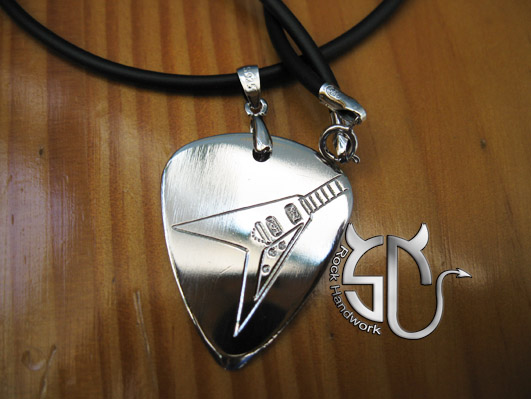 Free shipping Electric guitar pattern (Model No.9) Dovetail type guitar handmade stainless steel pick necklace(China (Mainland))
