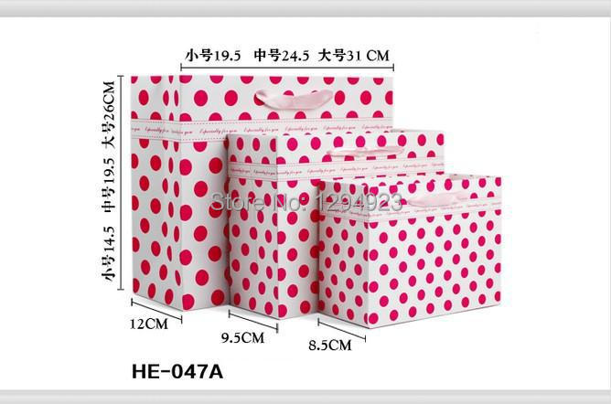 Red Dot paper Packaging bags for clothes Size 32*11*25.5CM(China (Mainland))