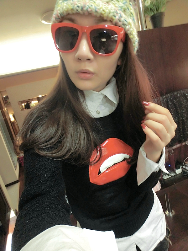 Free Shipping European Fashion Style Female black japanned leather red lips big knitted sweater Y471(China (Mainland))