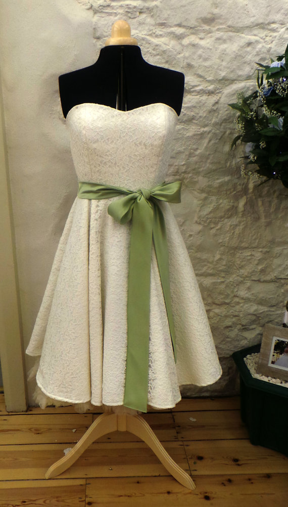 Real Sample Custom Made Ivory Green Two Tones vintage lace tea length wedding dress bridal gowns sash plus size wedding gowns(China (Mainland))