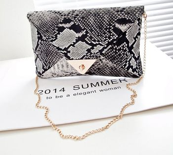 New fashion elegant girl evening Party bag designer PU leather solid messenger bag punk chain serpentine for women clutch bag