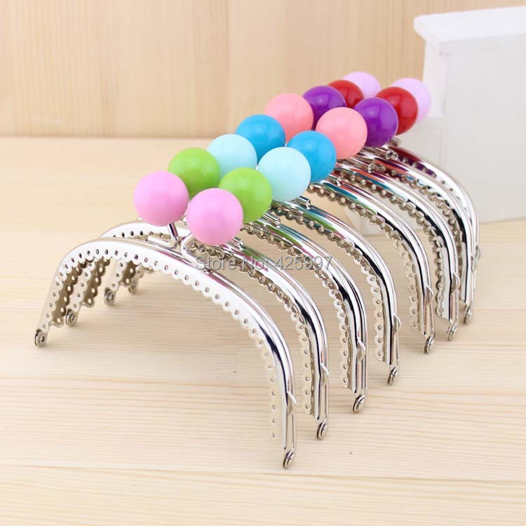 Freeshipping Silver Arc-shaped 12.5CM Ruffles Extrude Candy bead Metal Purse frame Kiss Clasp 19 Colors Metal-opening Bags(China (Mainland))