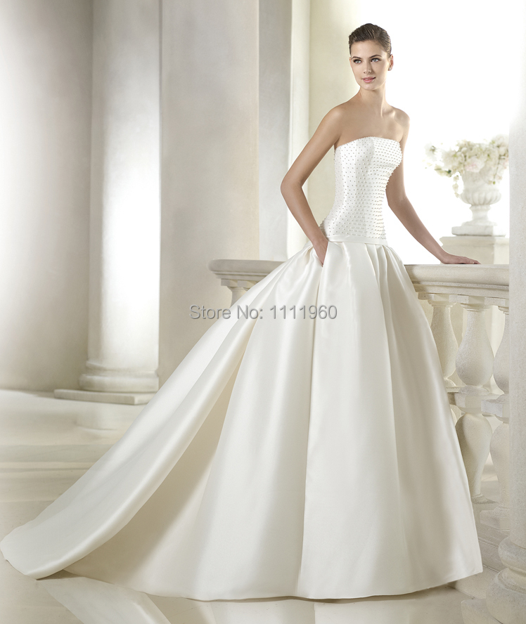 Indian Wedding Dress 2015 Winter Fashionable Beaded Strapless Bridal Gowns Long Train Ball Gown