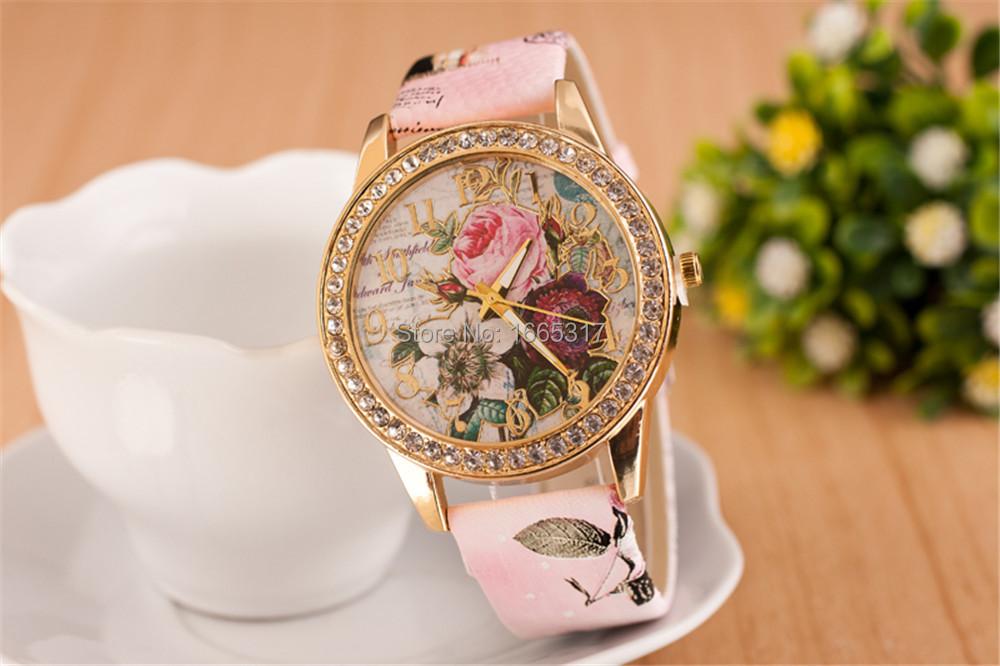 Часы кварцевые женские в богемном стиле бледно-розовые. фото