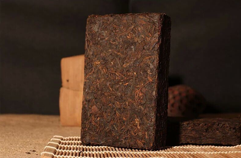 40 years! Stock Pu'er 250g 1970 Menghai date fragrant incense the Older Yunnan Pu'er ripe tea free shipping! Yunnan Pu'er tea(China (Mainland))