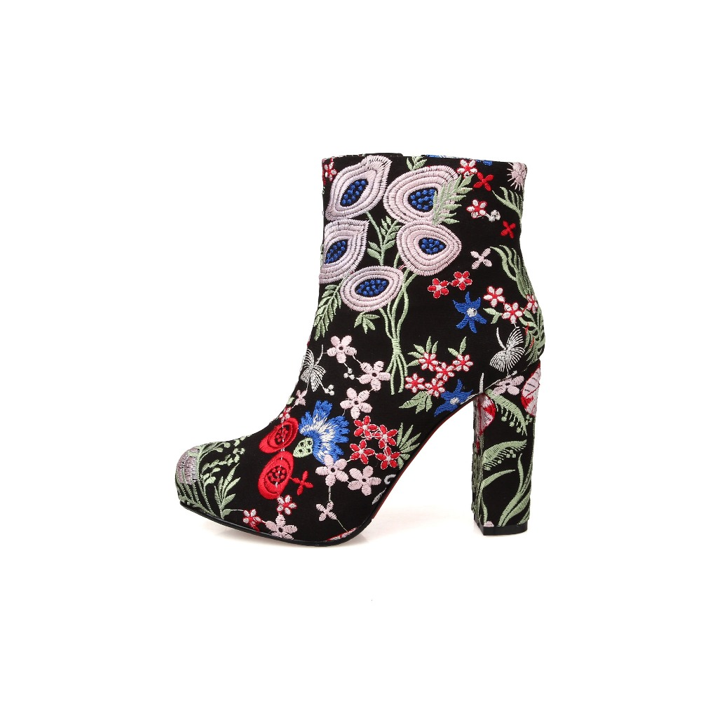 Здесь можно купить  2015 Embroidered Fabric Women boots Fashion New vintage platform shoes Size 34-39 botas mou tims mujer botines Free shipping 2015 Embroidered Fabric Women boots Fashion New vintage platform shoes Size 34-39 botas mou tims mujer botines Free shipping Обувь